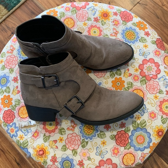 REACTION KENNETH COLE Booties